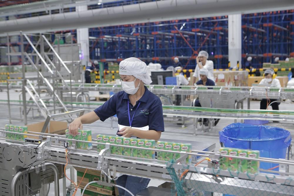 Sản xuất sữa trong phòng sạch đạt tiêu chuẩn