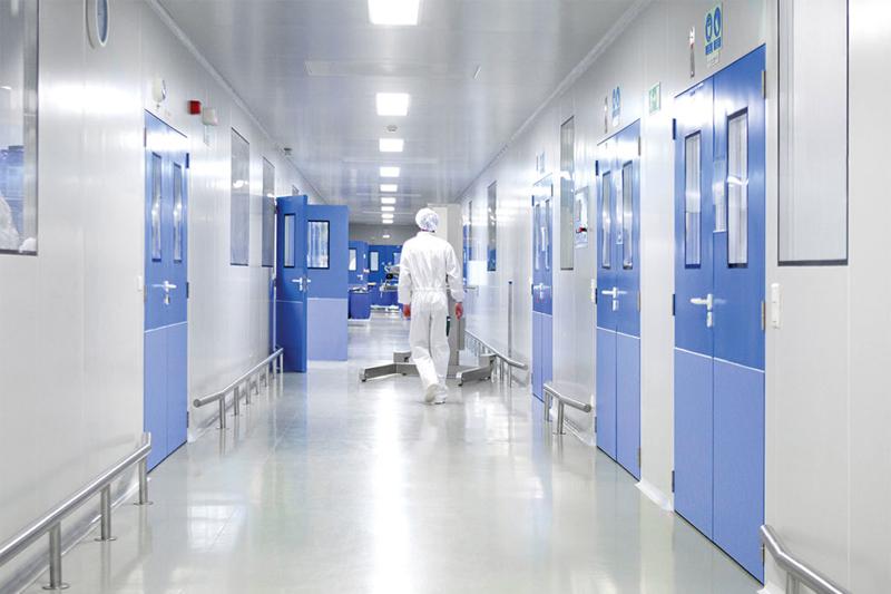 Hành lang phòng mổ bệnh viện cũng cần được giữ sạch sẽ
