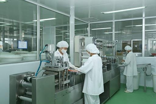 Nhân viên nhà máy dược phẩm